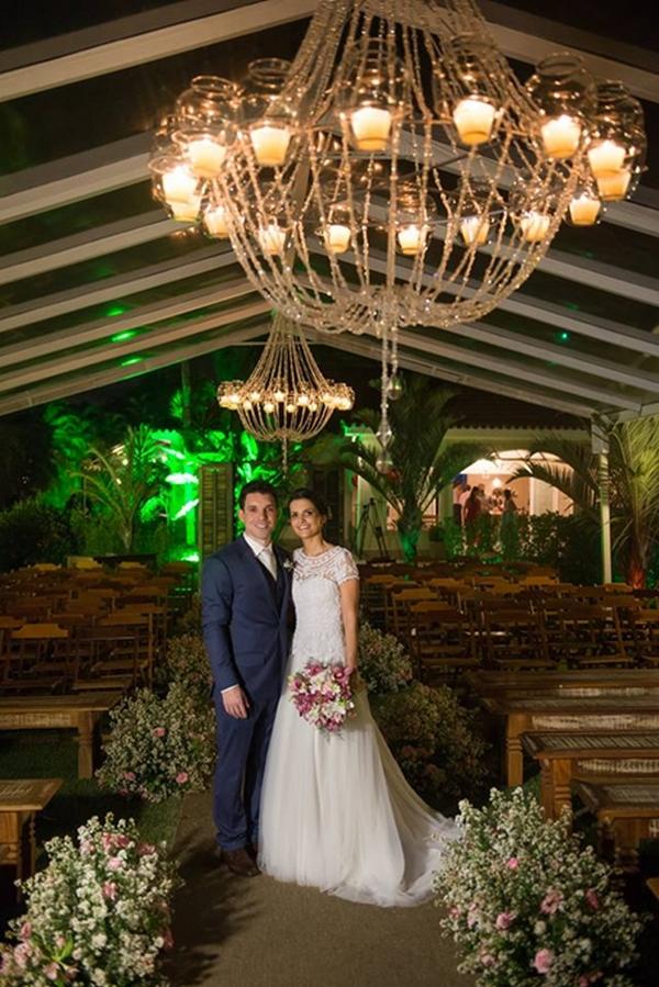 Iluminação de casamento com candelabros
